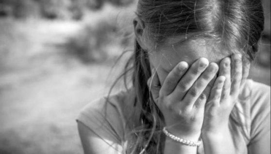 У Рівному 9-річна дівчинка була цілу ніч на вулиці, бо вітчим відмовився відчиняти двері