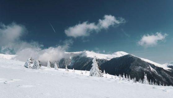 Карпати завалило снігом і вдарив мороз: приголомшливі фото вершин