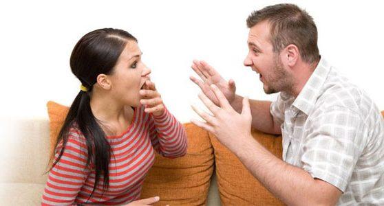 – Або ти робиш аборт, або забирайся з мого дому! – несамовито кричав на неї чоловік