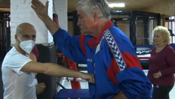У Луцьку італієць вчить пенсіонерів карате