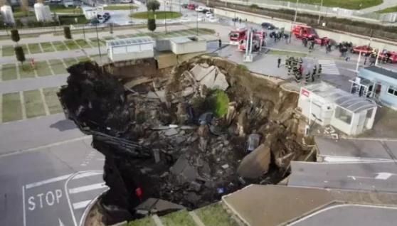 У Неаполі біля лікарні провалився ґрунт: перші подробиці трагедії (фото і відео)