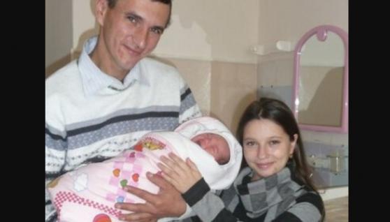 Українка ростом 132 сантиметри народила сина і розплакалась від щастя