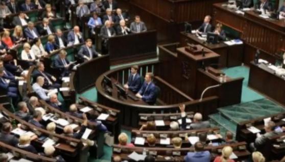 У Польщі хочуть скасувати пенсії для українців