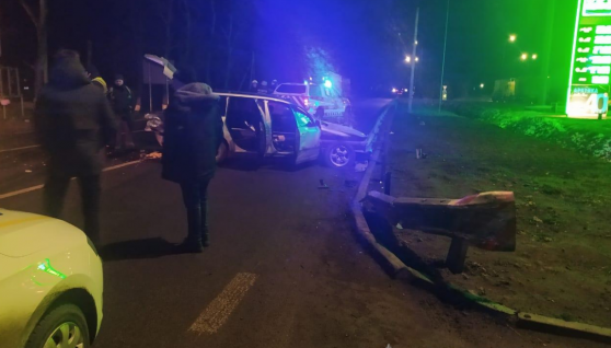 На Вінниччині у ДТП потрапила вся родина: жінка загинула. Розбилися молодий священик з дружиною та дитиною. Фото та деталі