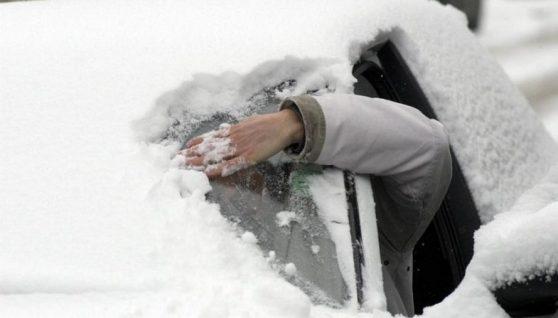 Молода матір з двома дітьми померли в автомобілі, поки батько відчищав її від снігу – Попередьте всіх рідних