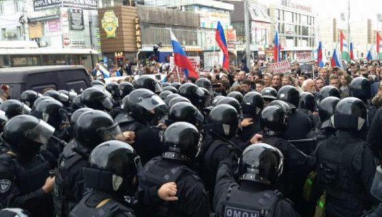 """""""Милиция с народом"""": Тільки що це сталось! На Росії поліція перейшла на бік народу, люди скандують – """"Молодці"""""""
