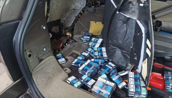 На українсько-польському кордоні затримали авто, заповнене контрабандними сигаретами