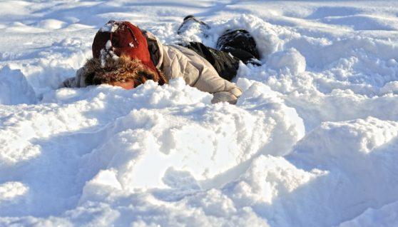 Юнак йшов у село і помер від переохолодження прямо серед поля: три години пролежав на морозі