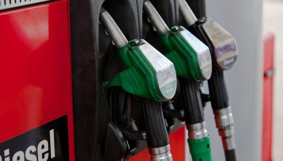 Мережі АЗС продовжують піднімати ціни на бензин і дизельне паливо