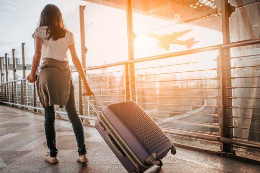 Вона егоїстка, хоче покинути нас та їхати за кордон…
