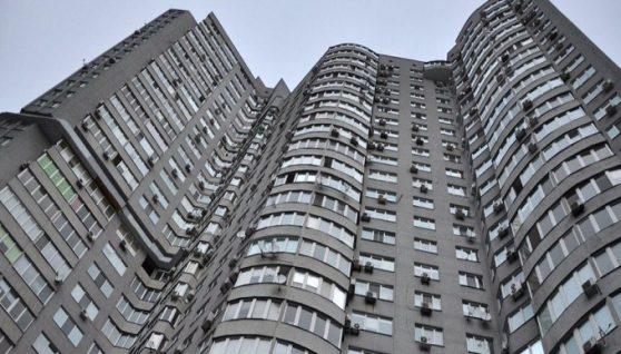 Отримала тілесні ушкодження, не сумісні із життям: Дівчина-підліток випала з балкону 16-го поверху