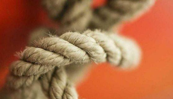 """""""Зв'язав руки і шию мотузкою"""": чоловік хотів """"заспокоїти"""" свого син і вбив його"""