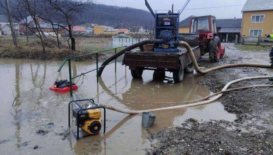 На Закарпатті десятки будинків опинилися у воді