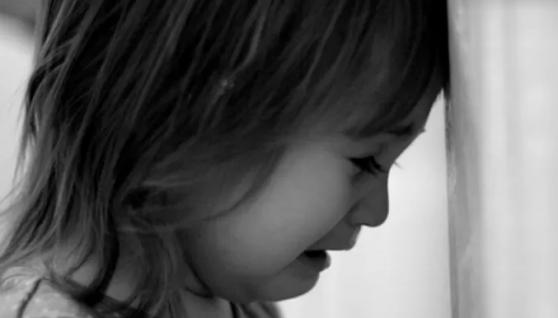 Залишили помирати у холодному приміщенні: на Тернопільщині батьки покинули малих дітей