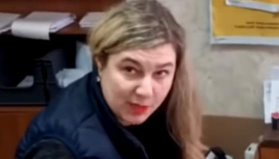 """""""Поводитеся, як бидло"""": на """"Укрпошті"""" в Кривому Розі стався мовний скандал (відео)"""