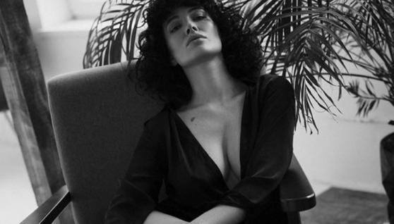 Даша Астаф'єва показала насолоду у відвертих позах