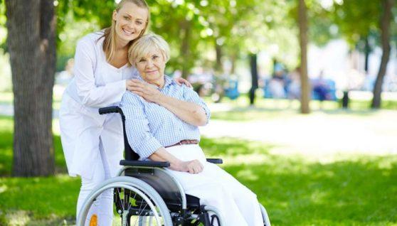 Зарплати для доглядальниць та домашніх працівниць у 2021 році в Італії