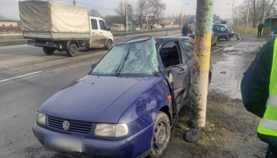 Смертельна ДТП на Дніпропетровщині: авто збило чоловіка, жінку і дитину (фото)