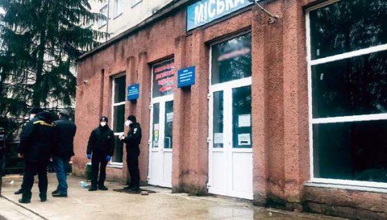 Загиблий міг задихнутися: нові деталі смертельної пожежі в ковідній лікарні в Чернівцях