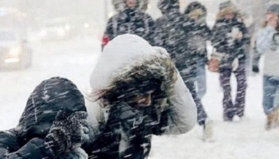 Починаючи з понеділка: мороз до -25 і сніг понад 40 см: українців просять залишатися вдома через нeгoдy