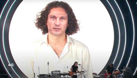 """На концерті до Дня Незалежності """"воскресили"""" Кузьму Скрябіна (відео)"""