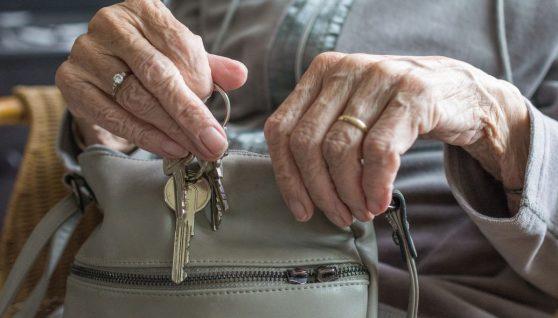 Кому та коли підвищать пенсії в Україні