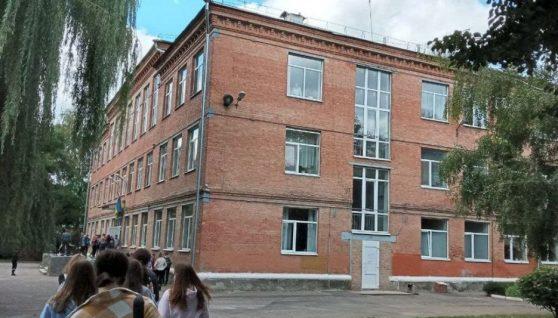 """""""Наснилося, що треба когось вбити"""": дівчина пояснила, чому пішла до полтавської школи стріляти"""