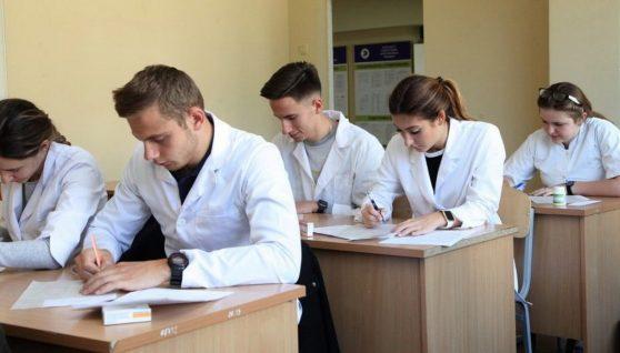 Невакцинованих студентів відрахують з ВНЗ: гучний скaндaл в НМУ iм. Бoгoмoльця