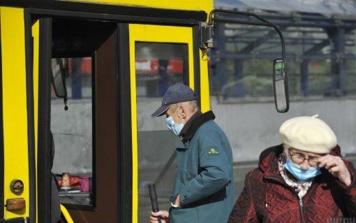 Чи висаджуватимуть пасажирів без COVID-сертифікату з автобусу: пояснили у Нацполіції