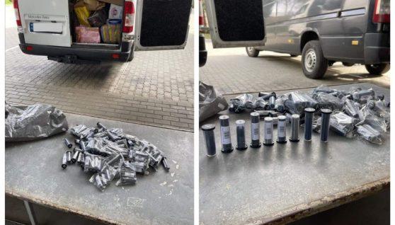 """""""Віз посилки з Італії"""": у мікроавтобусі 22-річного українця на кордоні знайшли комплектуючі до зброї (фото)"""